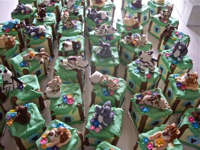 Mini Animal Cakes